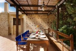 Обеденная зона. Греция, Превели : Прекрасная вилла с бассейном и двориком с барбекю, 2 спальни, 2 ванные комнаты, парковка, Wi-Fi