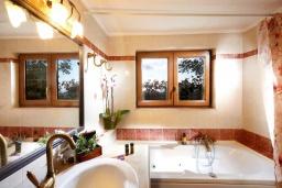 Ванная комната. Греция, Превели : Прекрасная вилла с бассейном и двориком с барбекю, 2 спальни, 2 ванные комнаты, парковка, Wi-Fi