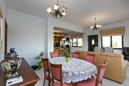 Гостиная. Греция, Каливес : Новая вилла с зеленым двориком и барбекю, 2 гостиные, 4 спальни, 3 ванные комнаты, парковка, Wi-Fi