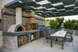 Терраса. Греция, Каливес : Апартамент с гостиной, двумя спальнями и террасой с барбекю