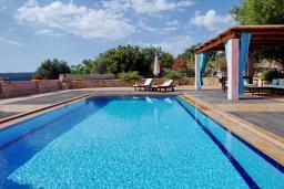 Бассейн. Греция, Каливес : Роскошная вилла с бассейном и двориком с патио и барбекю, 2 спальни, 3 ванные комнаты, парковка, Wi-Fi