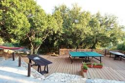 Территория. Греция, Каливес : Роскошная вилла с бассейном и двориком с патио и барбекю, 3 спальни, 3 ванные комнаты, джакузи, настольный теннис, парковка, Wi-Fi