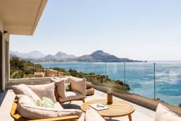 Патио. Греция, Плакиас : Современная вилла в 20 метрах от пляжа с бассейном и шикарным видом на море, 3 спальни, 3 ванные комнаты, барбекю, парковка, Wi-Fi