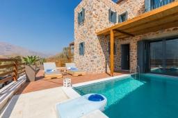 Бассейн. Греция, Превели : Каменная вилла с бассейном и двориком с барбекю, 2 спальни, 2 ванные комнаты, парковка, Wi-Fi