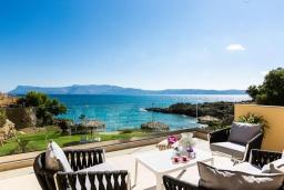 Балкон. Греция, Киссамос Кастели : Комплекс из двух вилл с зеленой территорий и приватным пляжем, 2 гостиные, 6 спален, 5 ванных комнат, барбекю, парковка, Wi-Fi