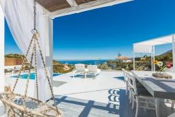 Территория. Греция, Бали : Современная вилла с бассейном и видом на море, 2 спальни, барбекю, парковка, Wi-Fi