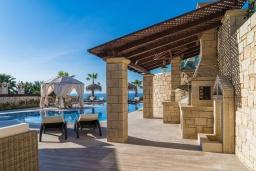Терраса. Греция, Херсонисос : Роскошная вилла с бассейном и двориком с барбекю, 3 спальни, 4 ванные комнаты, джакузи, парковка, Wi-Fi