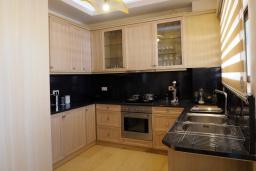 Кухня. Греция, Херсонисос : Роскошная вилла с бассейном и двориком с барбекю, 3 спальни, 4 ванные комнаты, джакузи, парковка, Wi-Fi