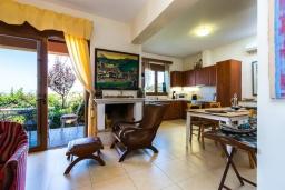Гостиная. Греция, Аделе : Прекрасная вилла с бассейном и двориком с барбекю, 4 спальни, 3 ванные комнаты, парковка, Wi-Fi