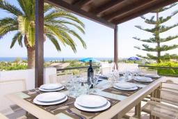 Обеденная зона. Греция, Аделе : Уютная вилла с бассейном и двориком с барбекю, 6 спален, 2 ванные комнаты, парковка, Wi-Fi