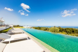 Бассейн. Греция, Аделе : Роскошная вилла с большим бассейном, зеленой территорией и видом на море, 8 спален, 8 ванных комнат, барбекю, парковка, Wi-Fi