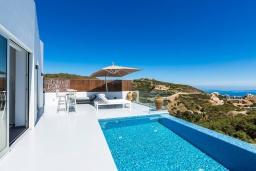 Бассейн. Греция, Бали : Современная вилла с бассейном и видом на море, 2 спальни, барбекю, парковка, Wi-Fi