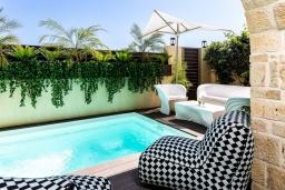 Бассейн. Греция, Бали : Современная пляжная вилла с бассейном и шикарным видом на море, 2 спальни, 2 ванные комнаты, парковка, Wi-Fi