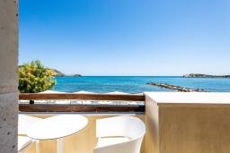Вид на море. Греция, Бали : Современная пляжная вилла с бассейном и шикарным видом на море, 2 спальни, 2 ванные комнаты, парковка, Wi-Fi