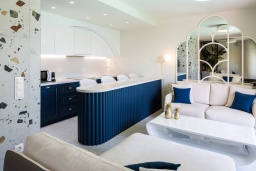 Гостиная. Греция, Бали : Современная пляжная вилла с бассейном и шикарным видом на море, 2 спальни, 2 ванные комнаты, парковка, Wi-Fi