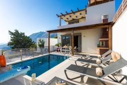 Фасад дома. Греция, Превели : Прекрасная вилла с бассейном и барбекю, 2 спальни, 2 ванные комнаты, парковка, Wi-Fi