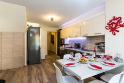 Кухня. Греция, Превели : Прекрасная вилла с бассейном и барбекю, 2 спальни, 2 ванные комнаты, парковка, Wi-Fi