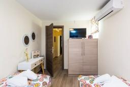 Спальня. Греция, Превели : Прекрасная вилла с бассейном и барбекю, 2 спальни, 2 ванные комнаты, парковка, Wi-Fi