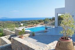 Территория. Греция, Превели : Современная вилла с бассейном и видом на море, 2 спальни, 2 ванные комнаты, парковка, Wi-Fi