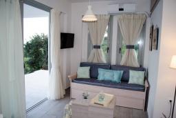 Гостиная. Греция, Превели : Современная вилла с бассейном и видом на море, 2 спальни, 2 ванные комнаты, парковка, Wi-Fi