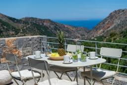 Обеденная зона. Греция, Милатос : Шикарная вилла с бассейном и двориком с барбекю, 5 спален, 5 ванных комнат, парковка, Wi-Fi