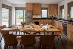 Кухня. Греция, Милатос : Шикарная вилла с бассейном и двориком с барбекю, 5 спален, 5 ванных комнат, парковка, Wi-Fi
