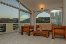 Патио. Греция, Агия Пелагия : Роскошная вилла с бассейном, двориком с барбекю и видом на море, 3 спальни, 3 ванные комнаты, парковка, Wi-Fi