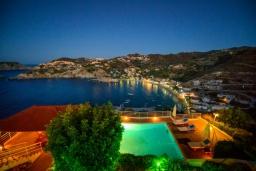Вид на море. Греция, Агия Пелагия : Роскошная вилла с бассейном, двориком с барбекю и видом на море, 3 спальни, 3 ванные комнаты, парковка, Wi-Fi