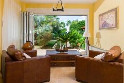 Гостиная. Греция, Сиси : Прекрасная вилла с бассейном и зеленым двориком с барбекю, 5 спален, 5 ванных комнат, парковка, Wi-Fi