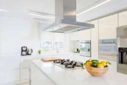 Кухня. Греция, Сиси : Роскошная вилла с бассейном и двориком с барбекю, 6 спален, 4 ванные комнаты, парковка, Wi-Fi