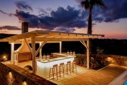 Обеденная зона. Греция, Сиси : Роскошная вилла с бассейном и двориком с барбекю, 6 спален, 4 ванные комнаты, парковка, Wi-Fi