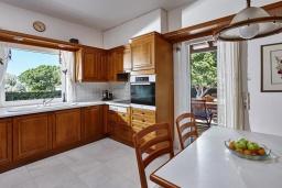 Кухня. Греция, Ираклион : Прекрасная вилла с бассейном и зеленой лужайкой, 5 спален, 3 ванные комнаты, барбекю, парковка, Wi-Fi