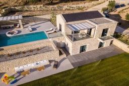 Фасад дома. Греция, Фаласарна : Роскошная вилла с бассейном и видом на море, 2 спальни, 2 ванные комнаты, джакузи, сауна, барбекю, парковка, Wi-Fi