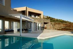 Фасад дома. Греция, Элунда : Роскошная вилла вилла с большим бассейном и видом на море, 6 спален, 6 ванных комнат, патио, барбекю, парковка, Wi-Fi