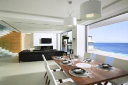 Гостиная. Греция, Агия Пелагия : Роскошная вилла в 25 метрах от пляжа с бассейном и шикарным видом на море, 5 спален, 5 ванных комнат, парковка, Wi-Fi