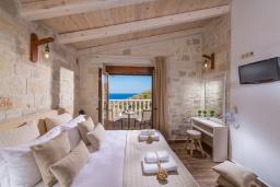 Спальня 2. Греция, Агия Пелагия : Прекрасная вилла с бассейном, зеленой лужайкой, барбекю и видом на море, 3 спальни, 3 ванные комнаты, парковка, Wi-Fi