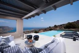 Патио. Греция, Элунда : Современная вилла с бассейном и шикарным видом на море, 6 спален, 6 ванных комнат, парковка, Wi-Fi