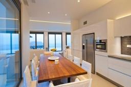 Кухня. Греция, Элунда : Современная вилла с бассейном и шикарным видом на море, 6 спален, 6 ванных комнат, парковка, Wi-Fi