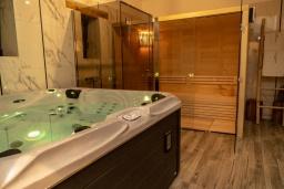 Сауна. Греция, Фаласарна : Роскошная вилла с бассейном и видом на море, 3 спальни, 3 ванные комнаты, джакузи, сауна, барбекю, парковка, Wi-Fi