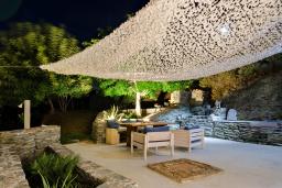Терраса. Греция, Агия Пелагия : Роскошная вилла с бассейном и видом на море, 2 спальни, 2 ванные комнаты, барбекю, парковка, Wi-Fi