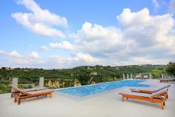 Бассейн. Греция, Ираклион : Роскошная вилла с бассейном и приватным двориком с барбекю, 4 спальни, 4 ванные комнаты, парковка, Wi-Fi