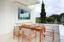 Обеденная зона. Греция, Ираклион : Роскошная вилла с бассейном и приватным двориком с барбекю, 4 спальни, 4 ванные комнаты, парковка, Wi-Fi