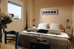Спальня. Греция, Милатос : Современная вилла с бассейном и двориком с барбекю, 5 спален, 3 ванные комнаты, парковка, Wi-Fi