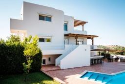 Фасад дома. Греция, Милатос : Современная вилла с бассейном и двориком с барбекю, 3 спальни, 3 ванные комнаты, парковка, Wi-Fi