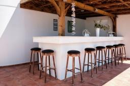 Обеденная зона. Греция, Милатос : Современная вилла с бассейном и двориком с барбекю, 5 спален, 3 ванные комнаты, парковка, Wi-Fi