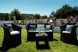 Патио. Греция, Милатос : Современная вилла с бассейном и двориком с барбекю, 5 спален, 3 ванные комнаты, парковка, Wi-Fi