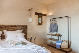 Спальня. Греция, Элафониси : Прекрасная пляжная вилла с бассейном, отдельная спальня, 2 ванные комнаты, барбекю, парковка, Wi-Fi
