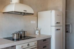 Кухня. Греция, Элафониси : Прекрасная пляжная вилла с бассейном, отдельная спальня, 2 ванные комнаты, барбекю, парковка, Wi-Fi