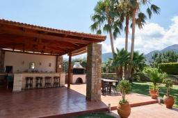 Территория. Греция, Сиси : Роскошная вилла с бассейном и зеленым двориком с барбекю, 5 спален, 4 ванные комнаты, парковка, Wi-Fi