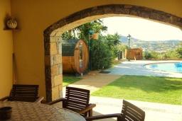 Территория. Греция, Агия Пелагия : Прекрасная вилла с бассейном и зеленой территорией с барбекю, 5 спален, 7 ванных комнат, джакузи, парковка, Wi-Fi
